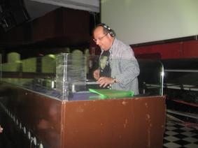 DJ David Bertelli na cabine do Lotus Club SP