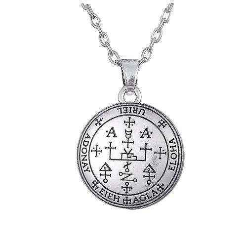 Amulet aartsengel Uriël zilverkleur met metalen ketting