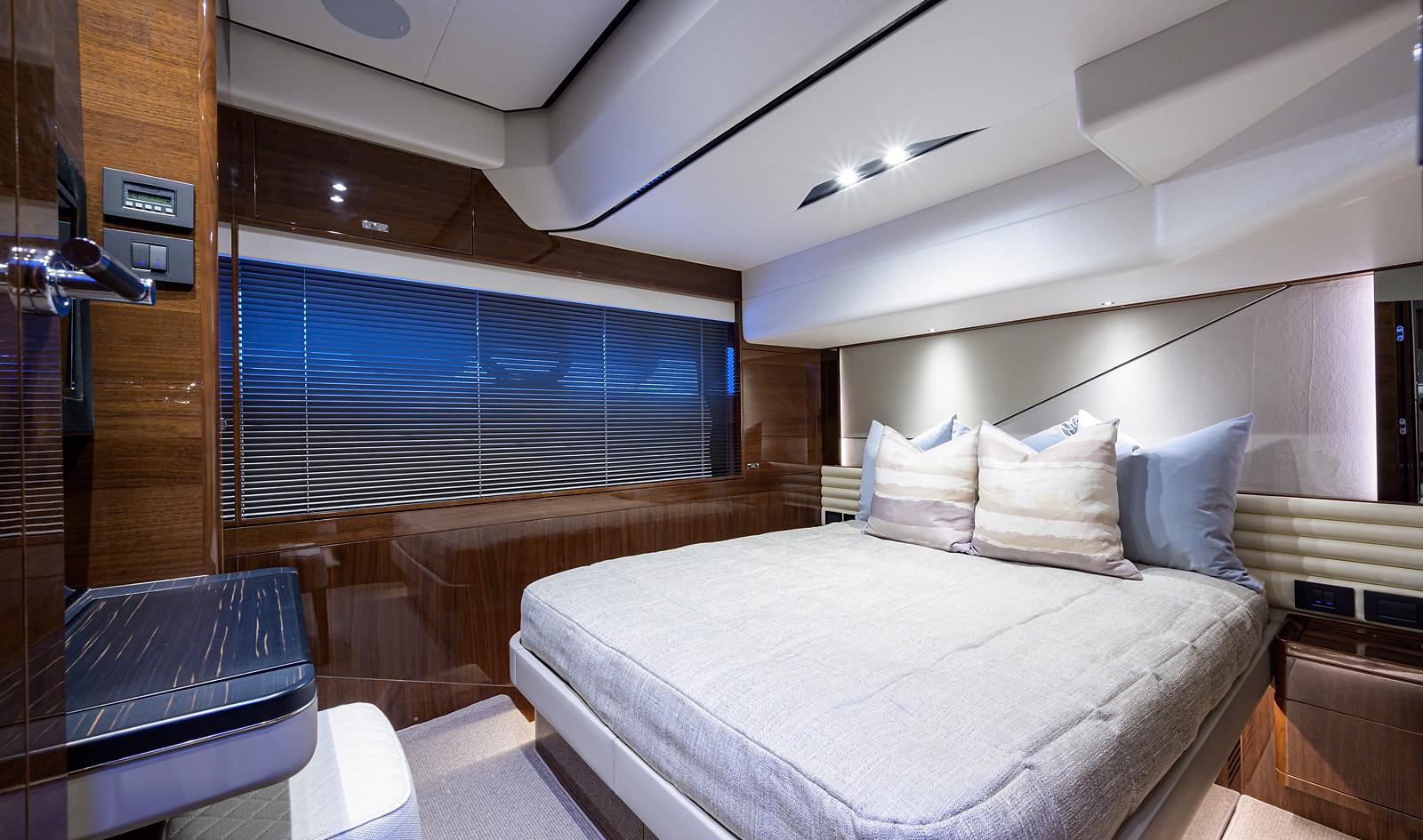 V78 -502_starboard_guest_stateroom_2.jpg