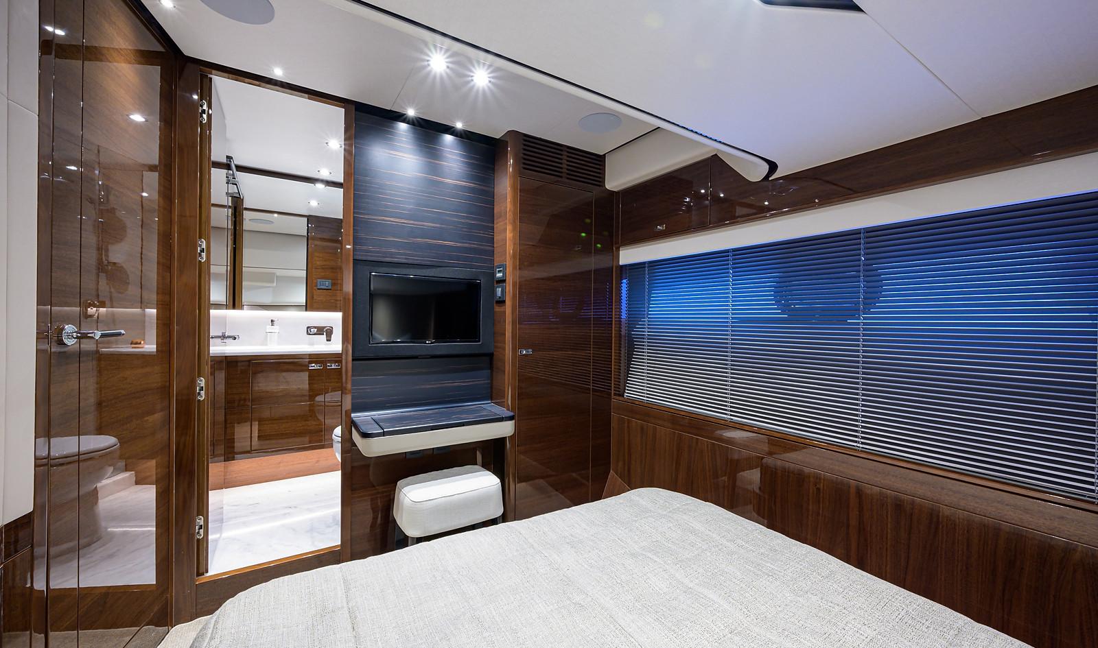 V78 -502_starboard_guest_stateroom_3.jpg
