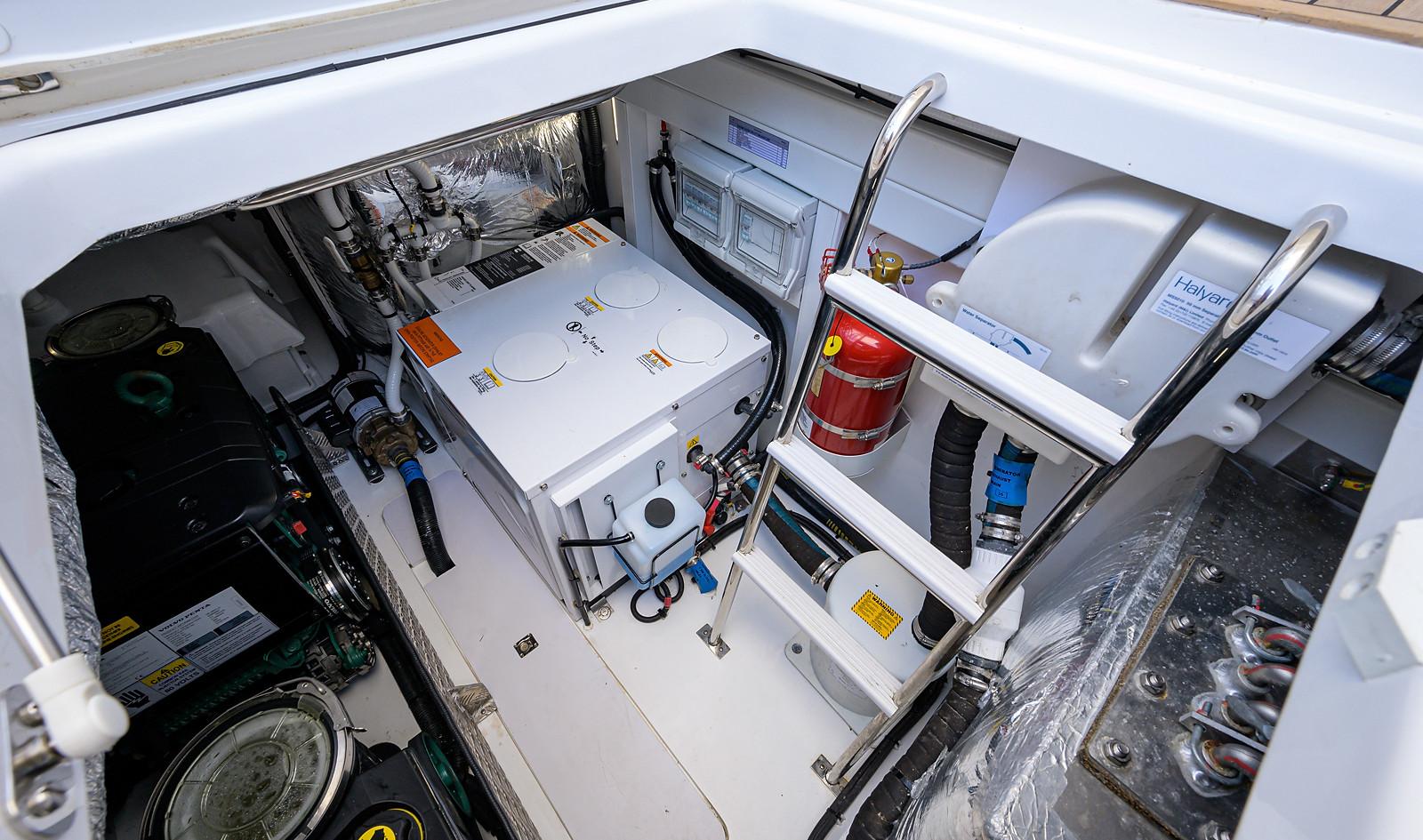 V40-089_engine_room_3.jpg