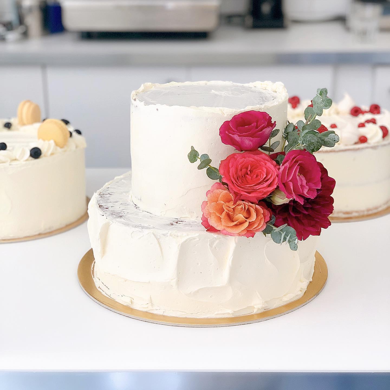 Emeletes torta kísérő tortákkal