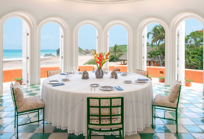 casa la playa dining room