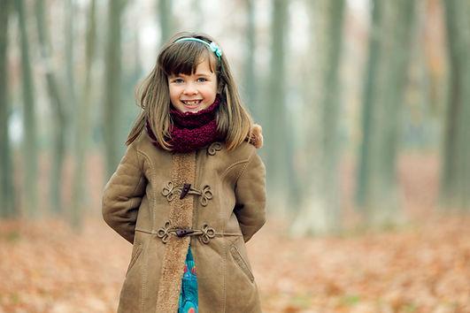 Mädchen im Mantel
