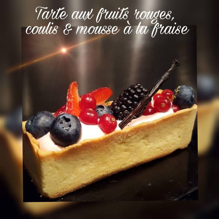 Tartelette_aux_fruits_rouges,_coulis_et_mousse_à_la_fraise