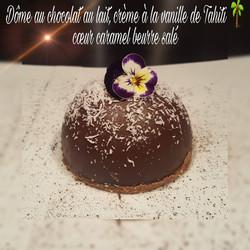 dôme_au_chocolat_au_lait_crème_à_la_vanille_de_Tahiti_coeur_caramel_beurre_salé