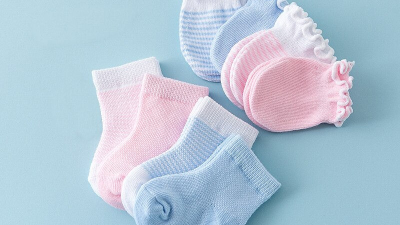 4pairs Newborn Baby Gloves/anti scratch mittens and Socks Sets