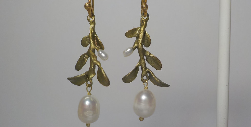 Vine With Pearl Earrings