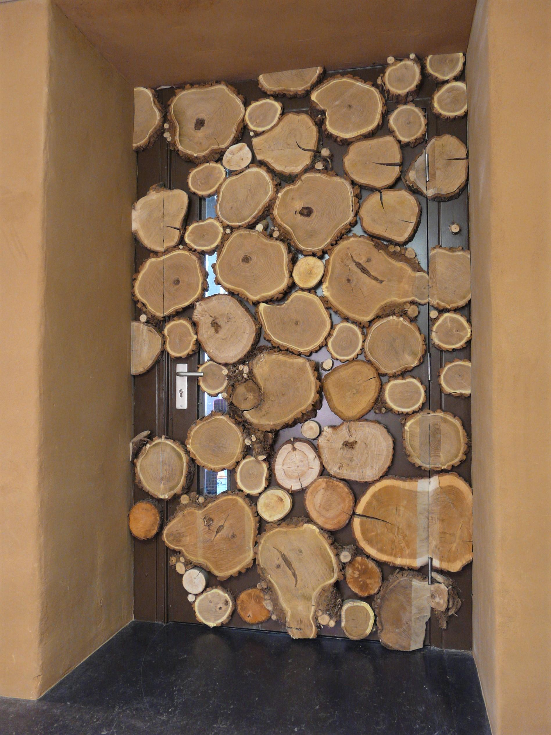 entree van een studio / acaciahout