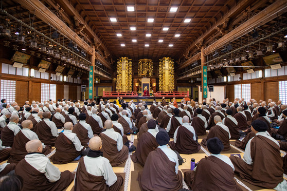 The audience of temporary nuns and monks fills the hall with attentiveness and focus during the Peace Conference.  Each year, over 250 people from all over the world enter into monastic life for a week with Compassionate Service Society, dedicating their practice to the recently deceased, or to those enduring hardship.