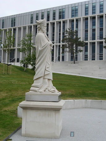 White Saint Mungo statue and City of Glasgow College in the background.