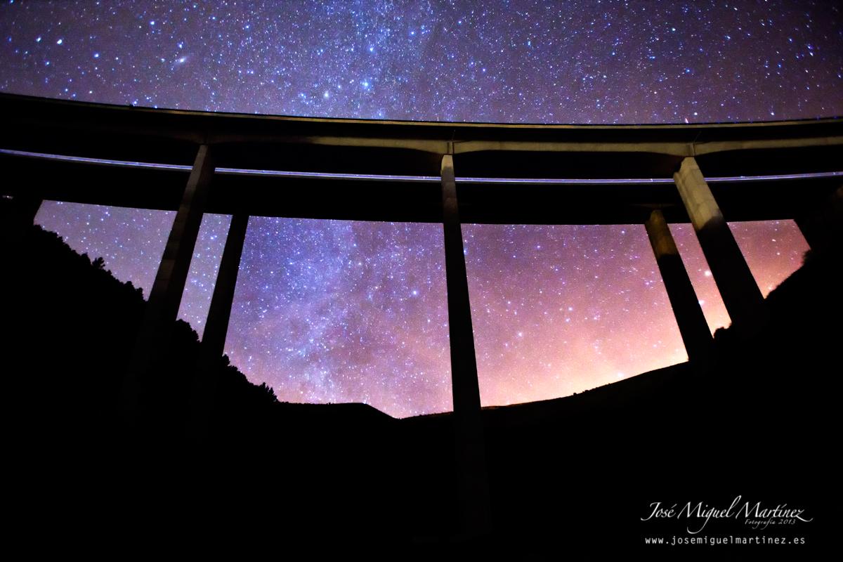 Puente y estrellas