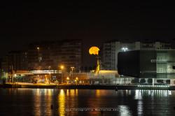 Luna por la calle Castilla