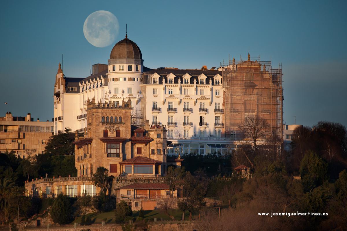 Eurostars Hotel Real Santander y luna llena