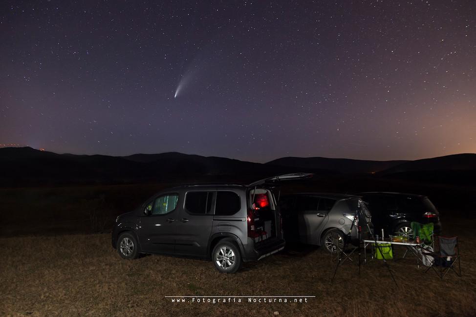 Kdd del grupo de fotografía nocturna luciérnagos para el cometa C/2020F3 (NEOWISE) y dormir en la localización (Julio 2020)
