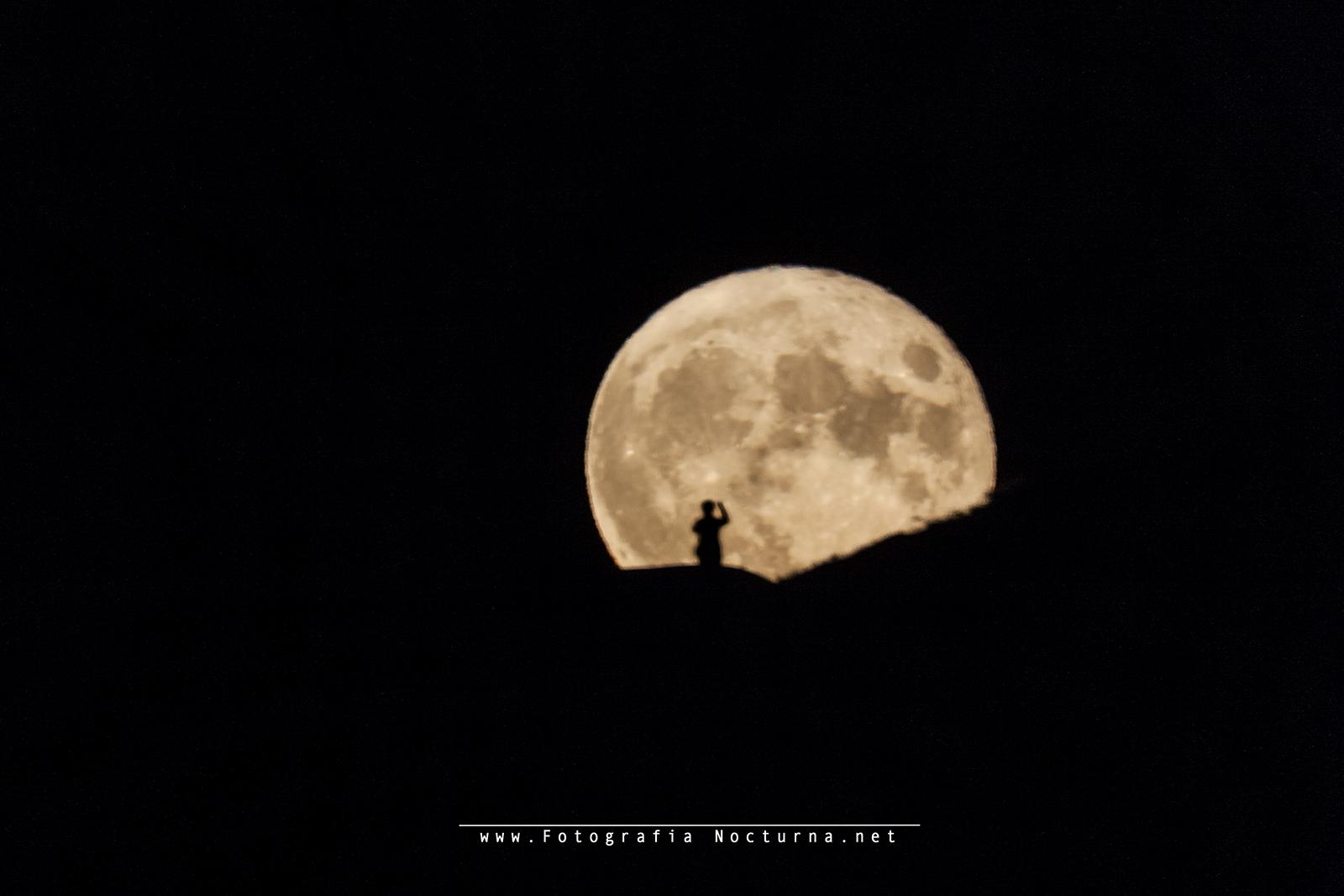 Luna y personaje II
