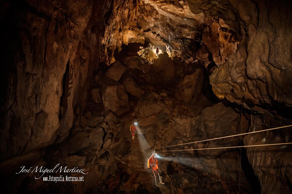 Tirolina Cueva de Udias