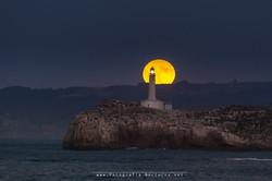 Luna llena y faro de Mouro