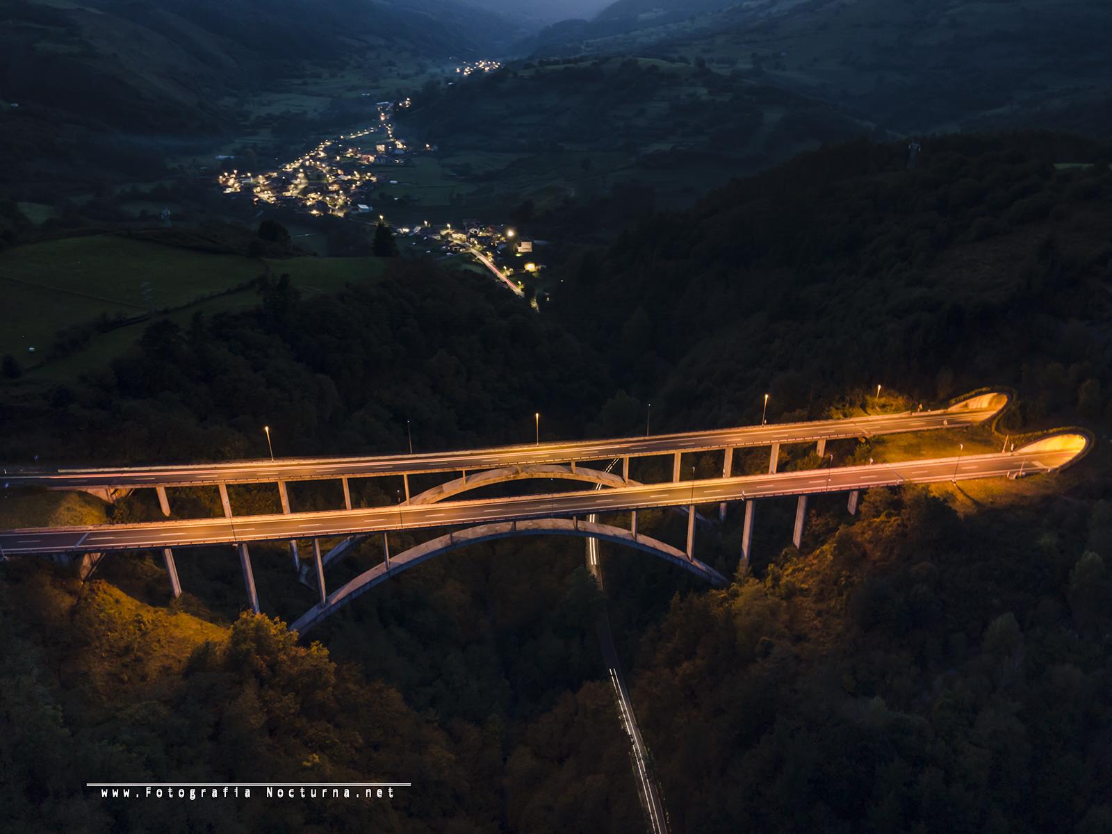 Puente y pueblo