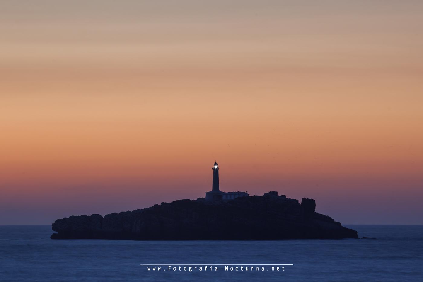 Faro e isla de Mouro