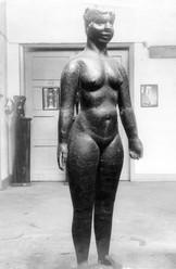 Frauenakt (ca. 1927), lebensgroß, getrieben, verschollen
