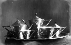 Kaffee- und Teeset (ca. 1922), Messing getrieben