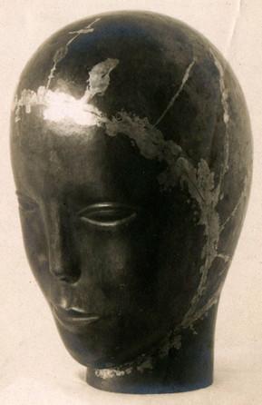 Beispiel für sichtbare Hartlötung:  Mädchenkopf ca. 1923