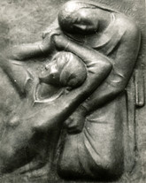 Unterm Kreuz (ca. 1947), Kupfer getrieben