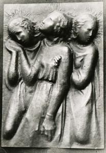 Frauen unterm Kreuz (ca.1947), Kupfer getrieben