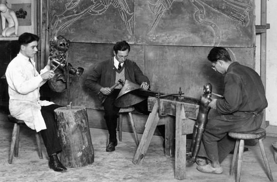 Im Atelier in Köln 1928