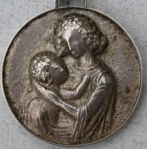 Anhänger, Mutter mit Kind (1946), Silber ziseliert