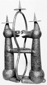 Kerzenleuchter (ca. 1926), figürlich getrieben und graviert