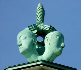 Allegorische Plastik (6 m hoch) auf dem alten Messeturm in Köln-Deutz (1928), Kupfer getrieben, erhalten