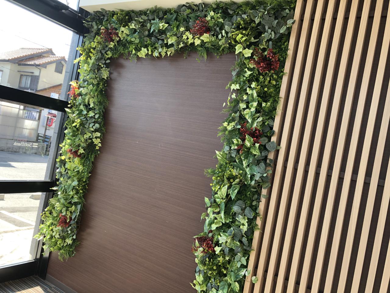壁面 フェイクグリーン 造花 施工
