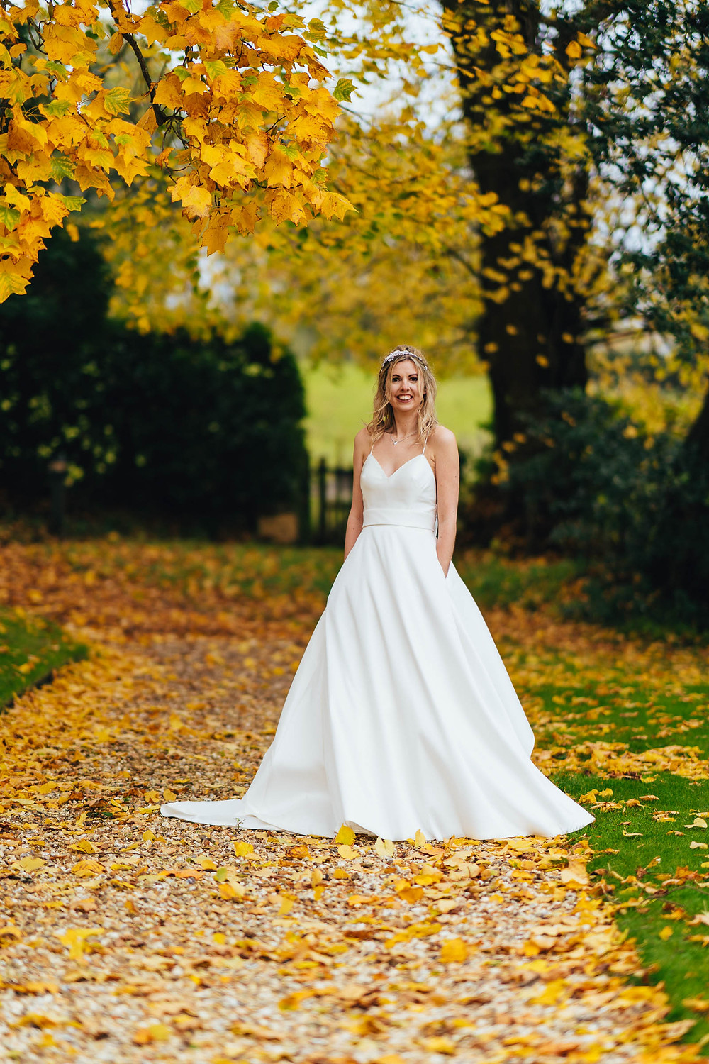 how to have an eco-friendly wedding, eco-friendly wedding dress, pre-loved