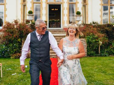 Intimate outdoor Summer Wedding in Cheltenham