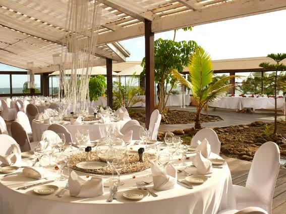 tables et terrasse de jour