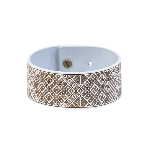 Wide bracelet with sign pattern