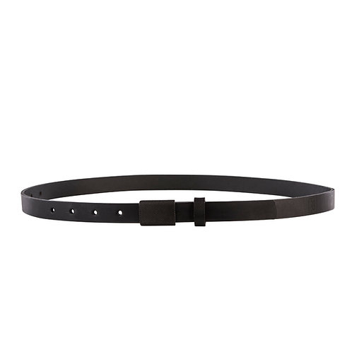 Skinny belt with black plate buckle