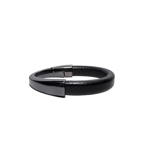 Asymmetrical gunmetals clasp bracelet