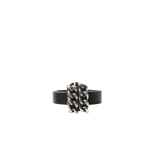 Double chain detail ring