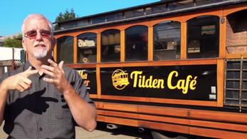 ろう者が経営するトローリーバスカフェの紹介|世界で活躍するろう者No.4