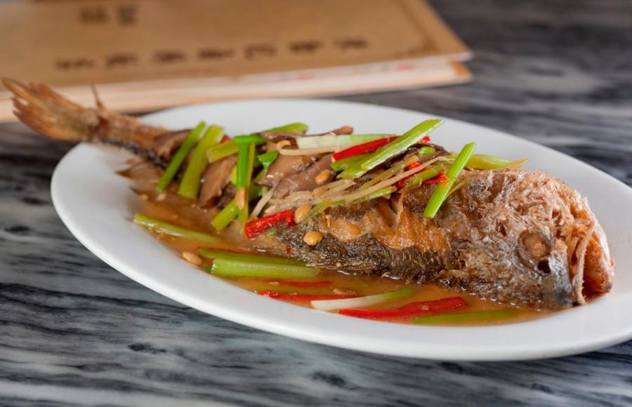 半煎煮王花魚 Fried Yellow Croaker With Soy Bean Sauce 每條  HK$278