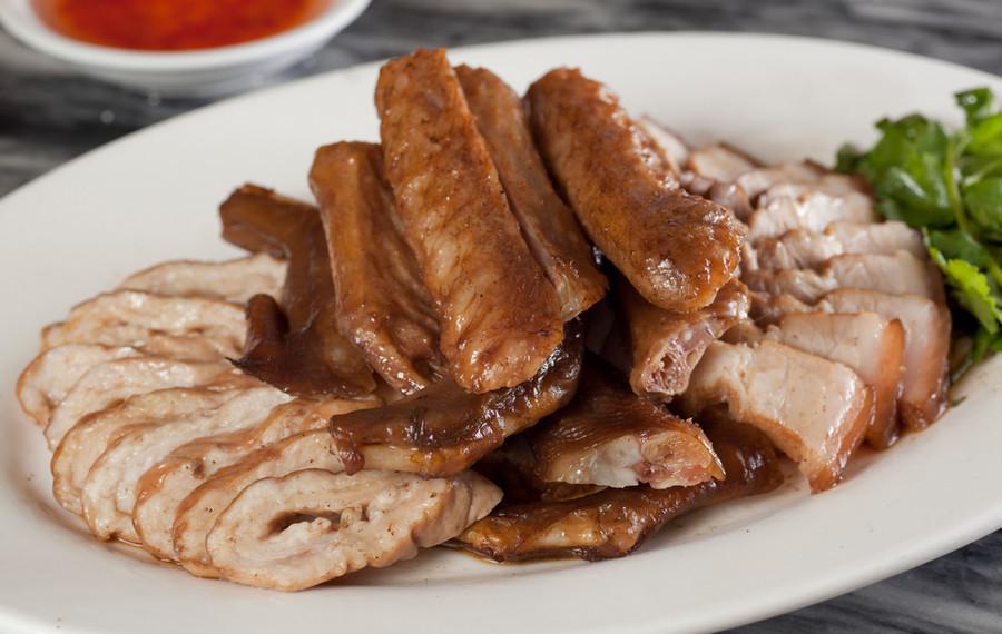 滷水雜錦併盤(鵝掌,鵝翼,五香滷肉,大腸) Chiu Chow Assorted Soyed Meat Combination (Goose Web,Goose Wings,Sliced Soyed Pork,Sliced Pig's Large Intestine) 例  HK $218