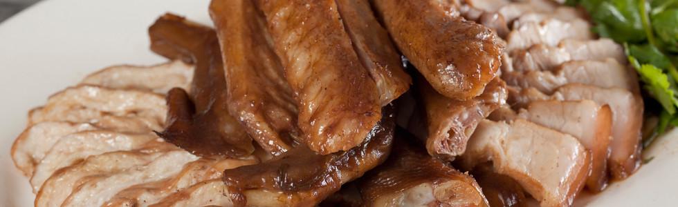 滷水雜錦併盤(鵝掌,鵝翼,五香滷肉,大腸) Chiu Chow Assorted Soyed Meat Combination (Goose Web,Goose Wings,Sliced Soyed Pork,Sliced Pig's Large Intestine) 例  HK $208