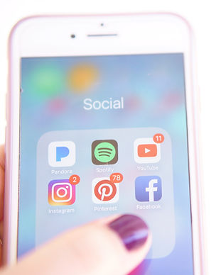 social-media-on-smartphone_t20_V7m3Gw (2