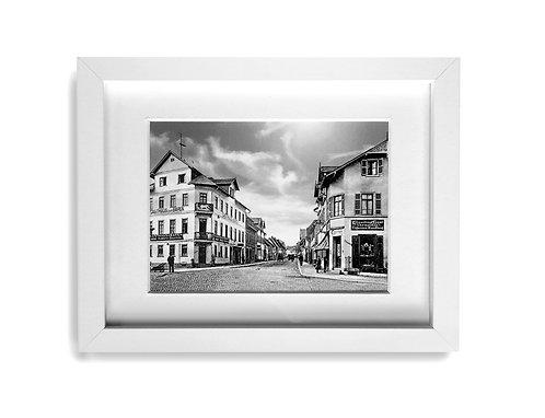 s/w Foto im weißen Rahmen, Vorstadt um 1907
