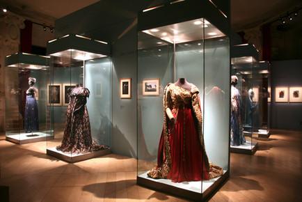 paris-museum-opera-fashion-interior-desi