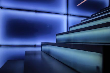 light-architecture-glass-line-reflection
