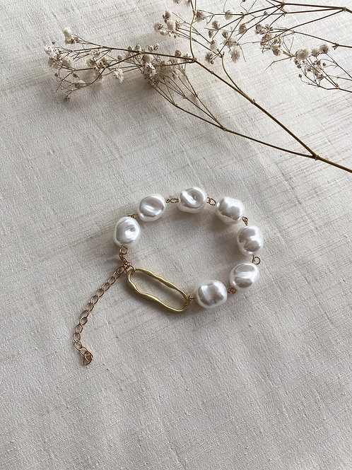 Giant Pearl Bracelet